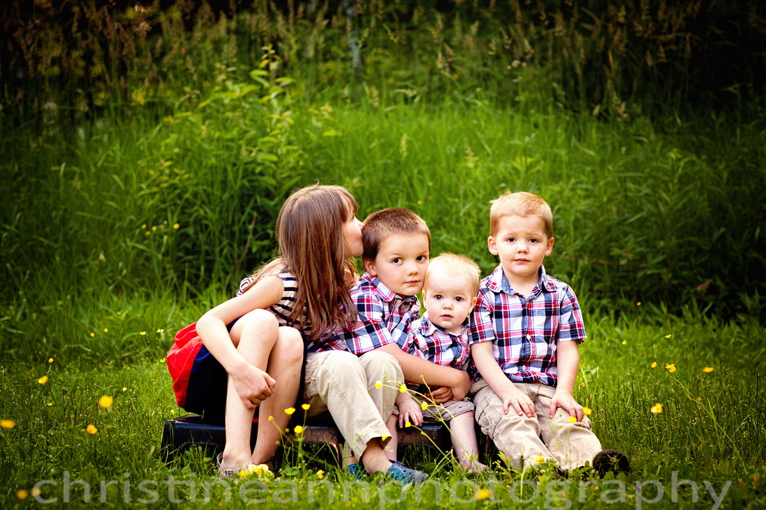 Children siblings family photography session in Duluth MN.