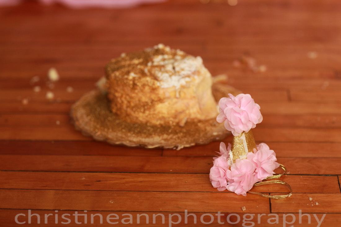 Cake smash using pink and gold theme.