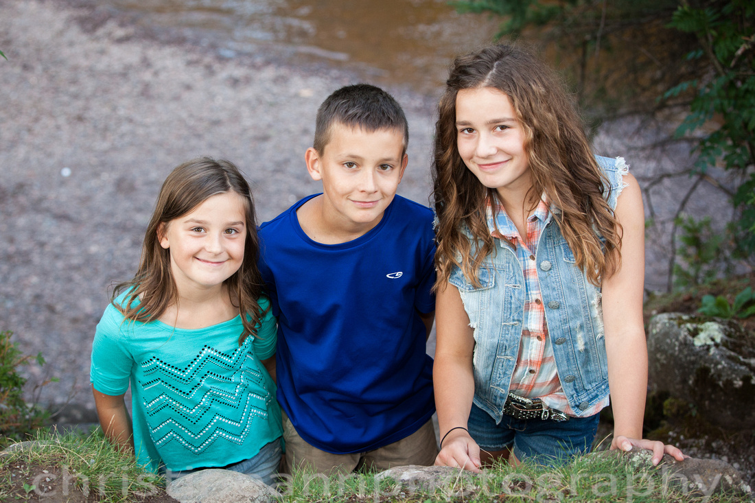 Siblings photograph with teens and tween Duluth MN Lester Park.