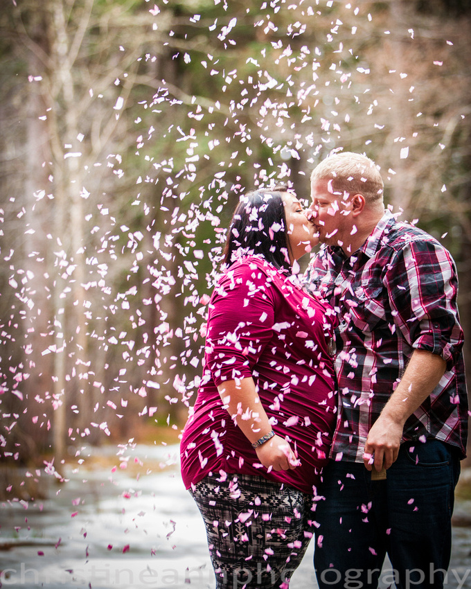 Couples maternity gender reveal confetti kiss hartley  nature center Duluth MN photographer